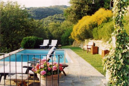 Hotels for sale in Tuscany. Boutique hotel with swimming pool on the hill in Arezzo