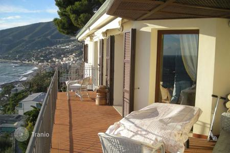 Penthouses for sale in Ospedaletti. Furnished penthouse in Ospedaletti, Italy. Apartment with high-quality finishing and a terrace of 60 m², at 600 meters from the sea