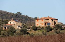 2 bedroom houses for sale in Tuscany. Magnificent villa with a large plot, Roccastrada, Tuscany, Italy