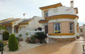 Cheap 3 bedroom houses for sale in Daya Nueva. 3 bedroom villa with private solarium and 205 m² plot in Daya Nueva