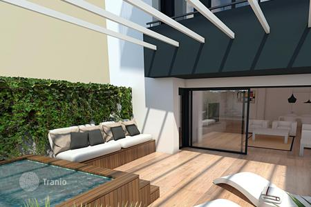 Apartments from developers for sale in Catalonia. Amazing 213 m² duplex with terrace, swimming pool and parking next to Hospital de Sant Pau