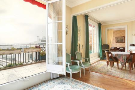 Luxury 4 bedroom apartments for sale in 16th arrondissement of Paris. Paris 16th District – An over 160 m² apartment with a terrace