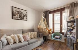 2 bedroom apartments for sale in Palma de Mallorca. Spacious apartment with a patio, in a residential complex with a lift, in the popular area of Santa Catalina, Mallorca, Spain