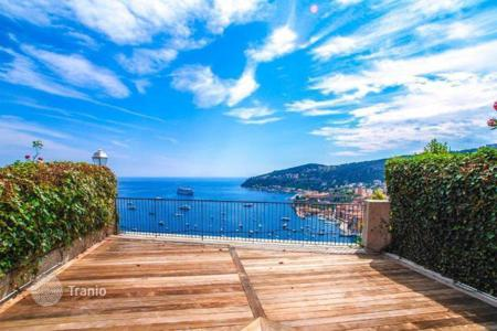 Luxury apartments with pools for sale in Provence - Alpes - Cote d'Azur. Duplex in a prestigious residence in Villefranche-sur-mer