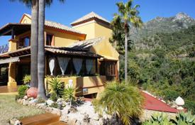 Luxury 4 bedroom houses for sale in Costa del Sol. Cozy villa with a private garden, a pool, a garage and sea and mountain views, Marbella, Spain