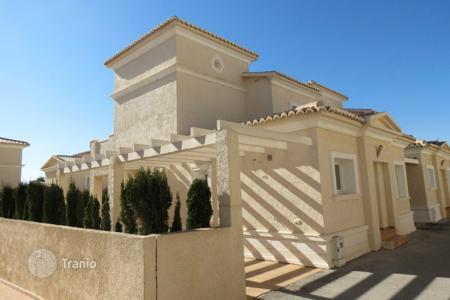 3 bedroom houses for sale in Calpe. 3 bedroom villa with communal pool, solarium, sea views and summer dining area in Calpe