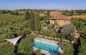 Beautiful estate with a lake and olive grove, Pienza, Italy for 1,850,000 €