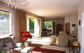 Residential for sale in Vienna. Five-room apartment with a panoramic terrace facing the park in the complex with a swimming pool, Vienna, Döbling (XIX district)