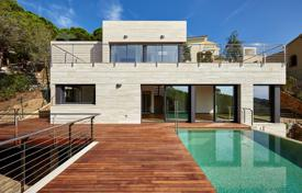 Luxury chalets for sale in Lloret de Mar. Fantastic villa with sea view in prestigious urb. Cala Canyelles