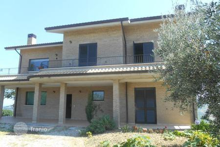 Residential for sale in Abruzzo. Spacious villa in Pineto. Italy