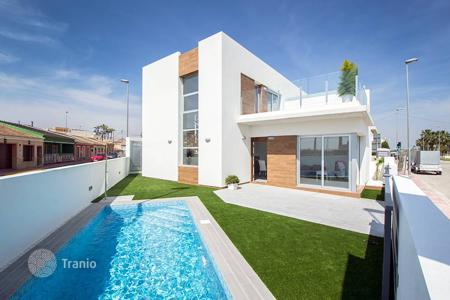 Cheap townhouses for sale in Spain. 3 bedroom townhouse with private pool in Daya Vieja