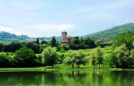 Coastal chateaux for sale in Italy. Castle – Tuscany, Italy