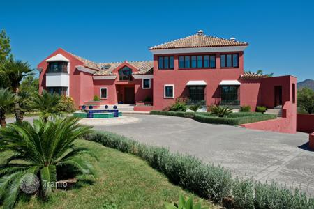 Luxury 6 bedroom houses for sale in Marbella. Villa for sale in La Mairena, Marbella East