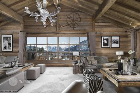6 bedroom villas and houses to rent in Auvergne-Rhône-Alpes. Spacious chalet with a pool, a hammam, a gym and a mountain view, near the center of the town and the slopes, Courchevel