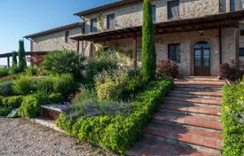 Spacious villa with a pool and an olive grove in Colle di Val d'Elsa, Tuscany, Italy for 1,900,000 €