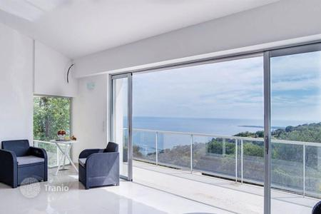 Luxury 4 bedroom houses for sale in Côte d'Azur (French Riviera). Exclusive offer! Modern sea view villa with terrace, garden and swimming pool, in Cannes, Cote d`Azur, France