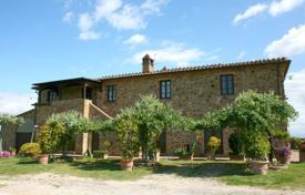 Cheap apartments for rent with swimming pools overseas. Apartment – Torrita di Siena, Tuscany, Italy