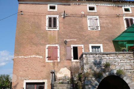 Residential for sale in Kanfanar. House Older stone house in a row