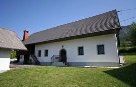 Property for sale in Jesenice. This is a lovely house renovated in 2009–10 to a high standard in a traditional Gorenjska rustic style