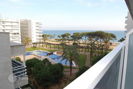 Coastal new homes for sale in Catalonia. Sea view apartments with different layouts and terraces, in a guarded residence with a pool and a garden, 30 m from the beach, Blanes, Spain