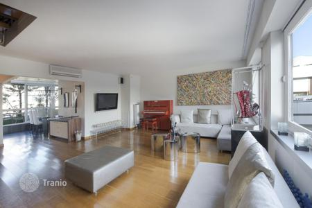 Luxury penthouses for sale in France. Smart apartment in Paris 8, Ile-de-France, France