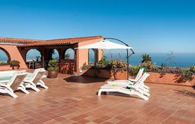 Residential to rent in Canary Islands. Detached house – Canary Islands, Spain