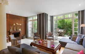Luxury houses for sale in Paris. Paris 16th District – A delightful near 300 m² property