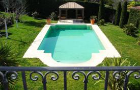 Luxury 4 bedroom houses for sale in Mougins. Provencal villa with a parking in a gated residence, in a quiet area, Mougins, France