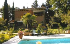 Houses with pools for sale in Cetona. Newly renovated villa with a swimming pool in Cetona, Tuscany, Italy