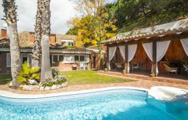 Houses with pools for sale in Barcelona. Villa – Sant Vicenç de Montalt, Catalonia, Spain