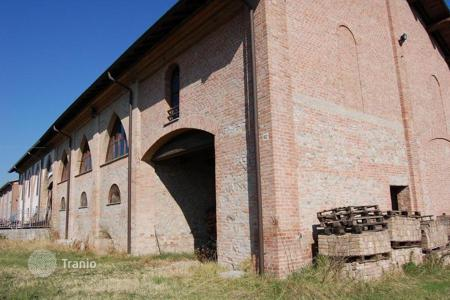 Land for sale in Voghera. Farm in Voghera, Italy