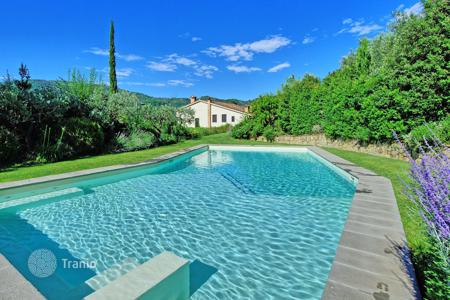 Villas and houses for rent with swimming pools in Montecatini. Villa – Montecatini, Emilia-Romagna, Italy