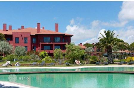 Apartments with pools for sale in Lisbon. 4-bedroom flat in a new development in the heart of Quinta da Marinha, Cascais
