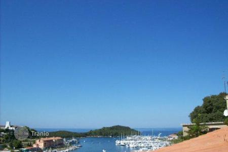 Houses for sale in Vrsar. House fully renovated overlooking the harbour and sea