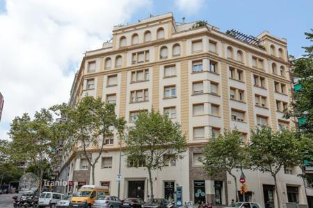 4 bedroom apartments for sale in Barcelona. Cosy apartment in the center of Barcelona, Spain