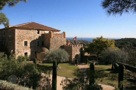 Chateaux for sale in Catalonia. Castle - Sant Vicenç de Montalt, Catalonia, Spain