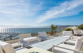 2 bedroom apartments by the sea for sale in Provence - Alpes - Cote d'Azur. Cannes — Croisette — Unique penthouse