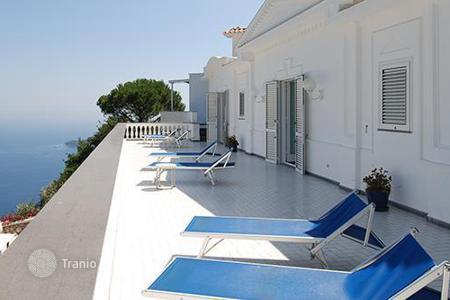 Villas and houses for rent with swimming pools in Amalfi. Villa Lamaro