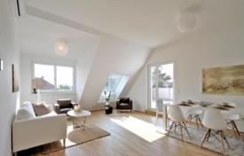 Residential for sale in Liesing. Two-bedroom apartment with garden and terrace, Wien, Liesing