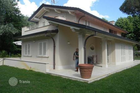 Luxury property for sale in Marina di Pietrasanta. Villa – Marina di Pietrasanta, Tuscany, Italy