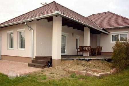 4 bedroom houses for sale in Zala. Detached house in mint condition on the northern coastline of Lake Balaton near a forest