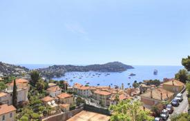 Two-storey villa overlooking the bay in Villefranche-sur-Mer, Côte d'Azur, France for 2,650,000 €