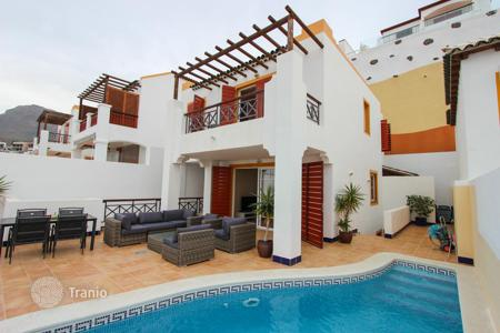 4 bedroom houses for sale in Costa Adeje. 4 bedroom Villa in San Eugenio Alto