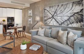 Property for sale in London. Comfortable apartment with a balcony in a new residential complex with a garden, a concierge and a gym, London, UK