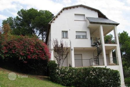 Houses with pools for sale in Castelldefels. Villa - Castelldefels, Catalonia, Spain