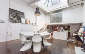 1 bedroom apartments for sale in Catalonia. Renovated two-level loft in a residence with an elevator and a garden in a prestigious area, Barcelona, Spain