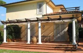 4 bedroom houses for sale in Forte dei Marmi. Two-storey villa in excellent condition, Forte dei Marmi, Tuscany, Italy