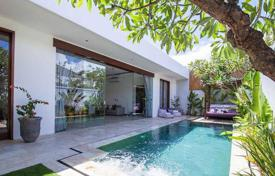 Property for sale in Seminyak. Elegant villa with a swimming pool and a garden in a residential complex with 24-hour security and a parking, Seminyak, Bali