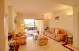 Residential for sale in Santa Ponsa. Bright two-bedroom apartment with a garden and a pool, Santa Ponsa, Spain