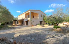 4 bedroom houses for sale in Majorca (Mallorca). Villa with a plot of land with a forest, a swimming pool, a garden and a guest house, Costitx, Spain